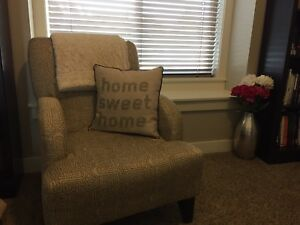 Accent chair, like new