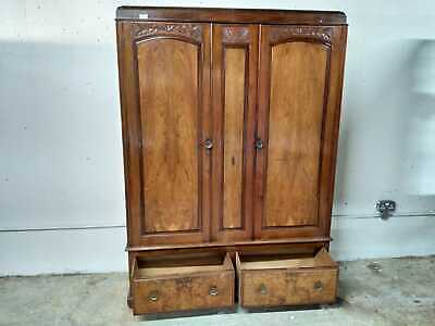 Arts & Craft Double Door Wardrobe