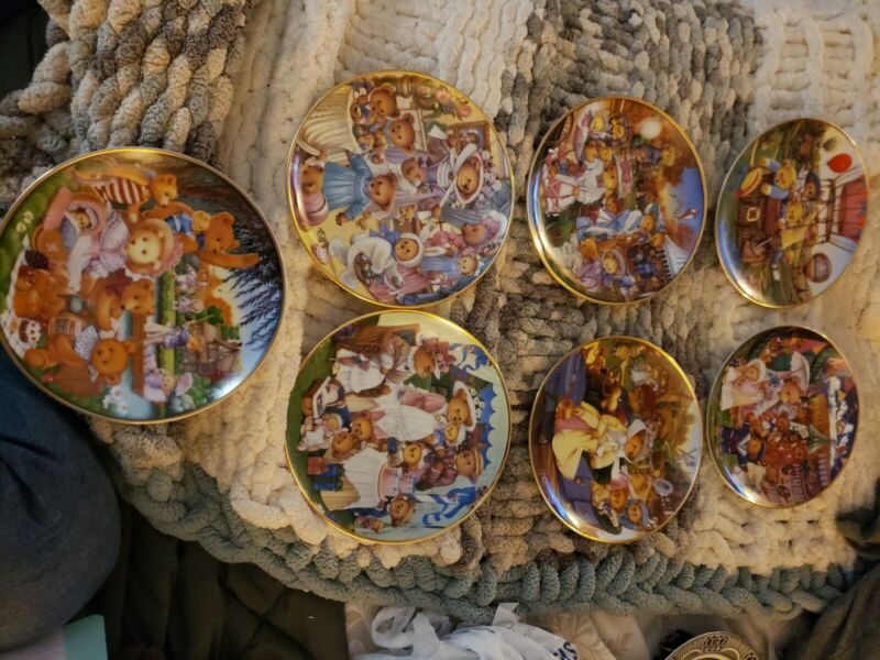 Carol Lawson Franklin Mint Limited Ed. Porcelain Bear Plates 7 collection plates