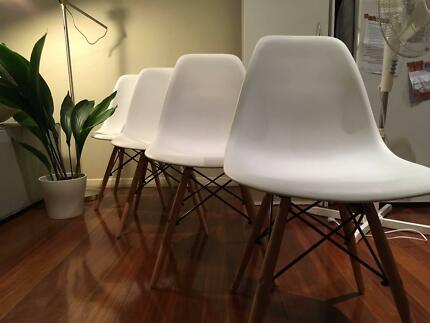 4x Eames replica dining chairs