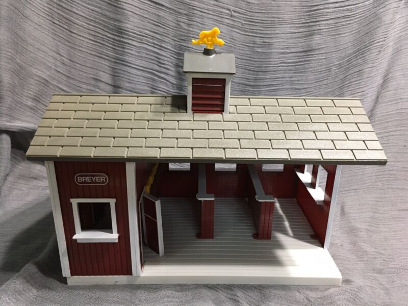 Vintage 1999 Stablemates Bryer Horse Barn Collectable Toy
