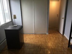 **ONE BEDROOM AVAILABLE** Avail. Oct 1st