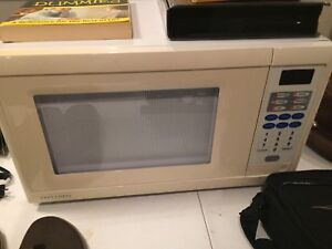 Older but clean Microwave