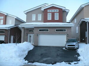 BEDFORD EXECUTIVE 4 BDRMS, 3.5 BATHS, GARAGE AND MORE !!