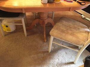 Oval table with 4 fabric chairs