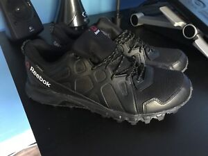 Reebok Sawcut 4.0 Hiking Shoes (size 12) for sale