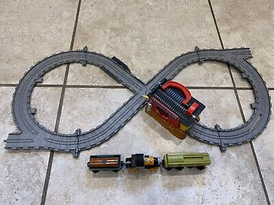 Thomas the Train & Friends Sodor Engine Wash Take-n-Play Set