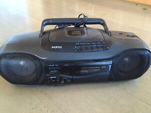 Radio Sanyo CD/Cassettes