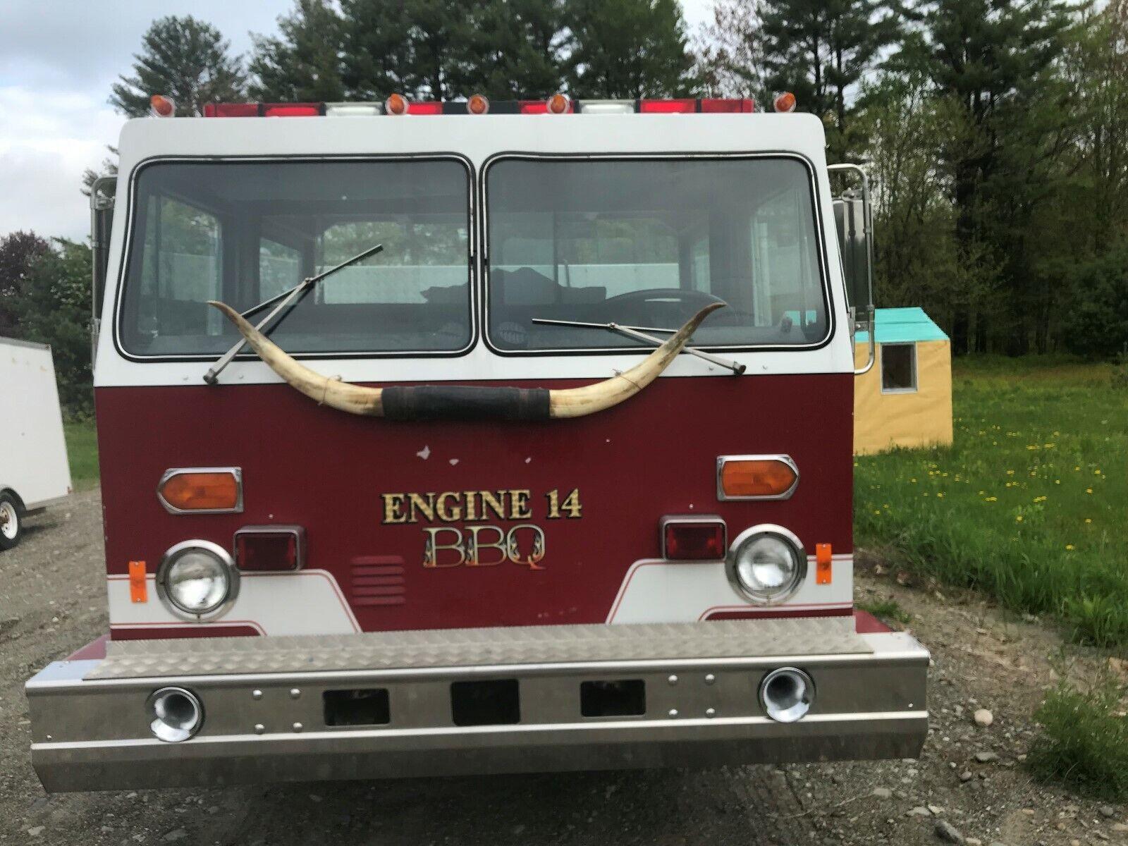 Photo BBQ food truck Pig Roaster Engine 14 party rig 3 keg beer taps