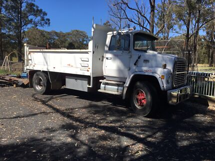 Ford Louville 1980  MR lic Tipper Truck