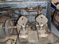 Fits some ILCO Dominion Taylor 1PC ILCO Key Cutting Machine Carriage Stud