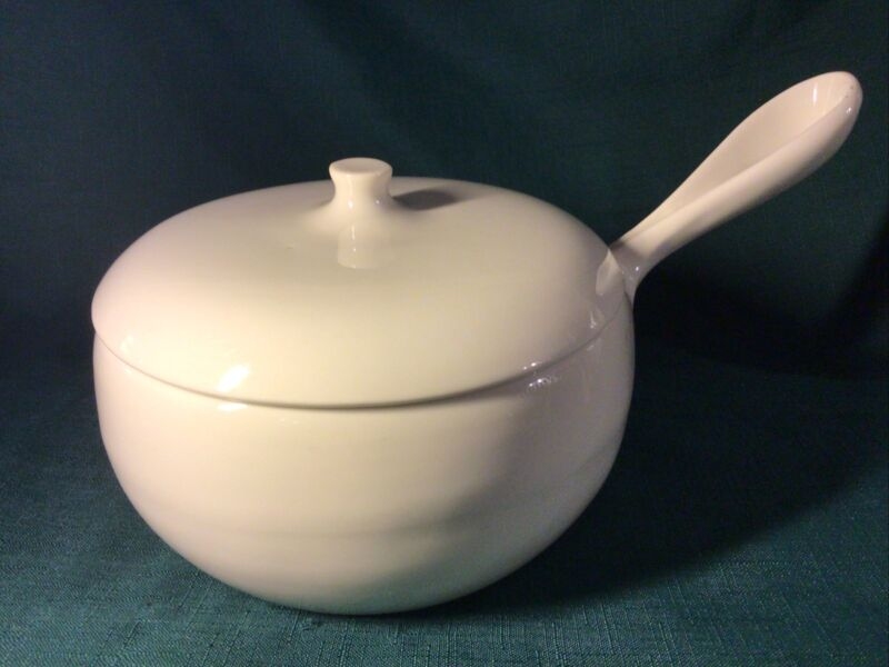 VINTAGE HTF: RUSSEL WRIGHT IROQUOIS SUGAR WHITE STOVE TOP KETTLE SAUCE PAN & LID
