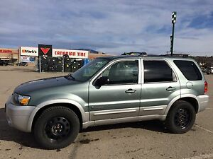 2005 Ford Escape Hybrid 4x4 Low kms