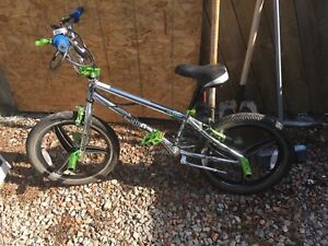 BMX BIKES instinct chrome green