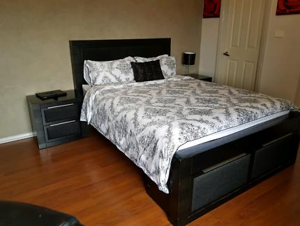 queen bedroom (black)