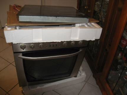 Omega oven and ceramic cooktop