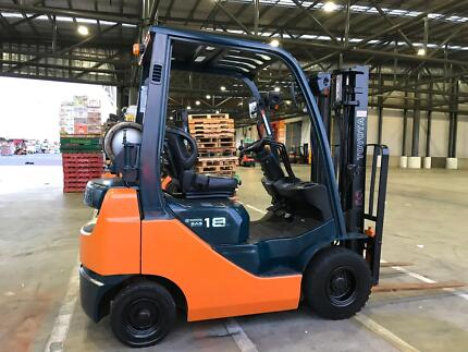 Toyota 1.8t forklift low hours
