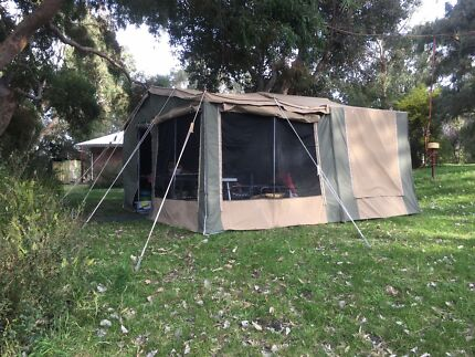 2015 Newell on Road Camper Trailer in excellent condition