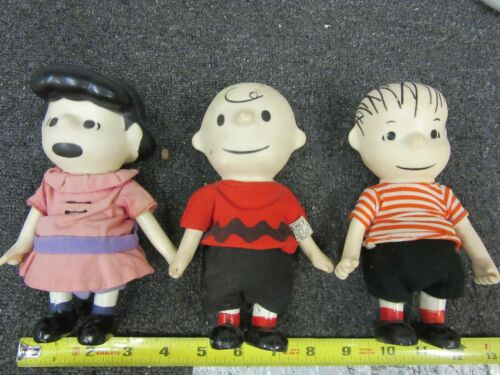 Vintage United Feature Syndicate Peanuts Pocket Doll Linus Lucy Charlie Brown