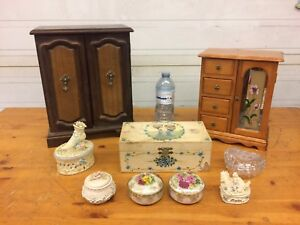 Lot of assorted jewelry boxes.