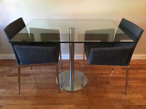 Table Maison Corbeil (280$) et 2 chaises (150$)