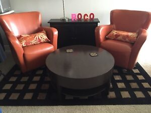 2 Bonded leather chairs + round table