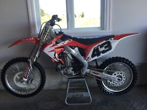 Honda CRF 450R  **MINT**