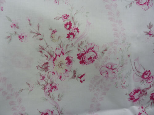 Yuwa French Design Bouquet of Raspberry Roses  Cottage White  Shabby Chic Fabric