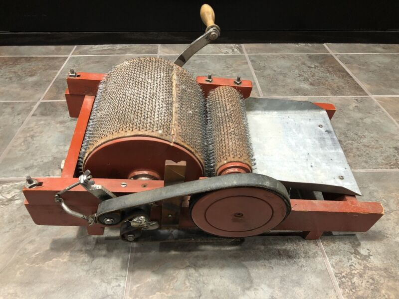 Manual Drum Wool Carder Antique Red Belt Is Loose