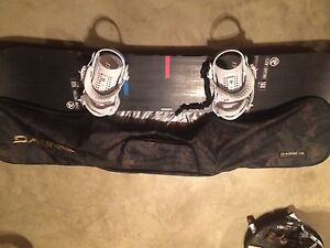 Flow snowboard with union force bindings