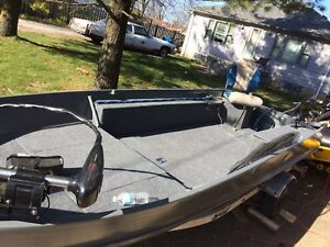 16 foot aluminum boat 30 Johnson  all brand new flooring