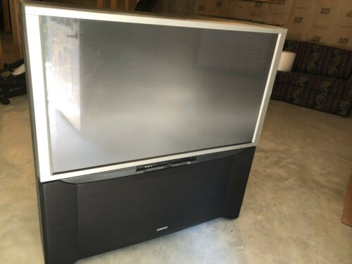 HITACHI 51S500 WIDE SCREEN PROJECTION TV 51 Inch