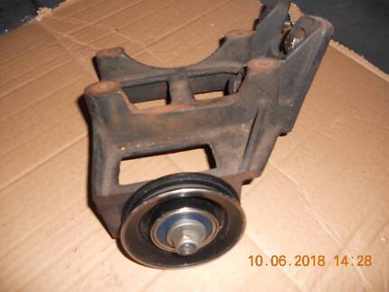 VB VC VH VK COMMODORE SIX CYLINDER A/C BRACKET / NEW DRIVE PULLEY Garden Suburb Lake Macquarie Area Preview