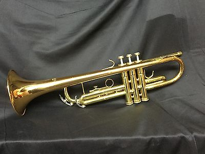 Conn 1000B Trumpet w/7C MP & Case