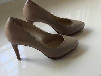 Nougat colour shoes