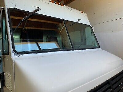 Food Catering Truck P-30 New Engine Lift Gate Propane Tank Mounted.