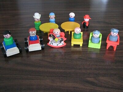 18 Piece Assortment of Fisher-Price Little People Items
