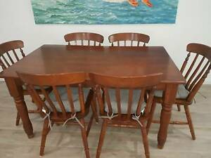 Dining table with 6 chairs and detachable cushions