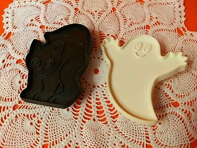 Vintage Hallmark Cards Inc. Friendly Cat & Ghost Halloween Cookie Cutters