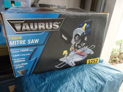 Mitre saw plus stand