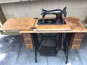 Working Singer sewing machine with cast iron base