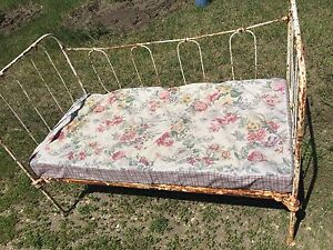 Antique Iron Day Bed