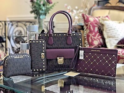 NWT, MICHAEL KORS BRIDGETTE SIGNATURE STUDDED+WALLET+TRAVEL CASE+WRISTLET $1025