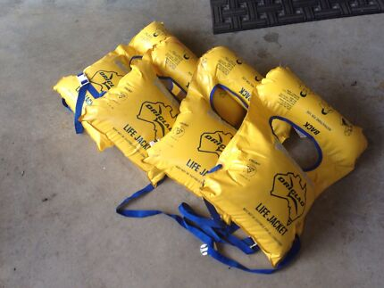 4x LIFE JACKETS! CHEAP! Mooroolbark Yarra Ranges Preview