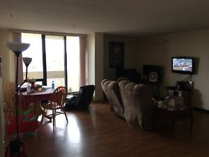 2 Bedroom Apartment lease takeover (1st month free!)