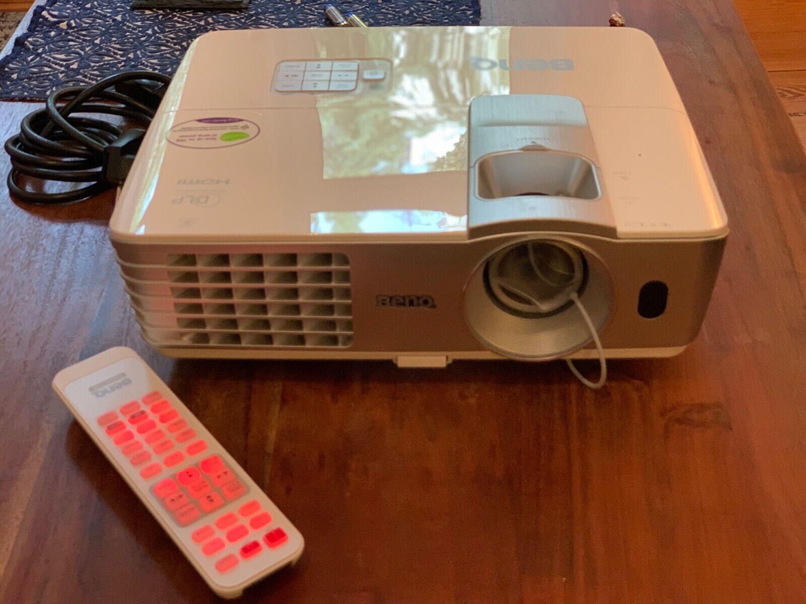 BenQ BEAMER W1070 DLP 3D Full-HD 16:9 DLP Projektor - Weiß