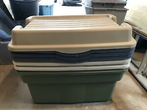 Rubbermaid Storage Bins (4 with lids)