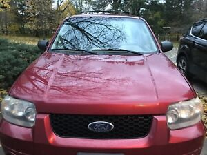 2007 FORD ESCAPE - RED IN EXCELLENT CONDITION!