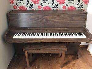 Piano Hampton en bon état , 400$ négociable