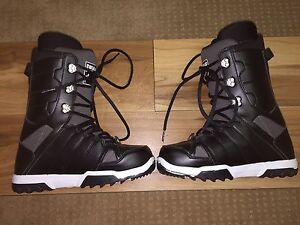 32 Snowboard Boots (US Size 9) (Mint Condition)